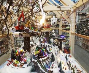 Retrouvez au Comptoir du jardinier, l'univers magique des villages de Noël.